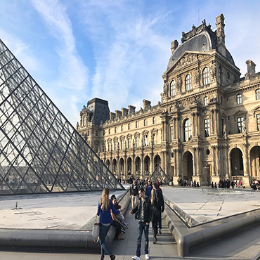 Skip-the-Line: The Louvre Museum Greatest Masterpieces Private Guided Tour in Spanish (WT-LOM-SP)