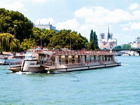 Hop-On Hop-Off Bus Pass 2 Days, Including Tickets Louvre , Eiffel Tower, Seine Cruise (BBLCTE2)