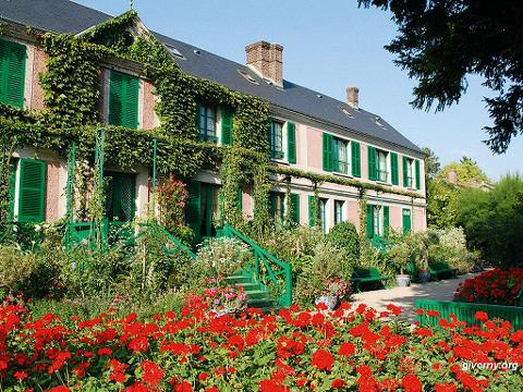 Giverny and Versailles Tour including lunch and Hotel Pick-Up (T09B)