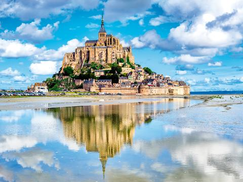 Mont Saint-Michel Day Trip from Paris with Lunch at Mere Poulard and Abbey Entrance (EXMSM1)